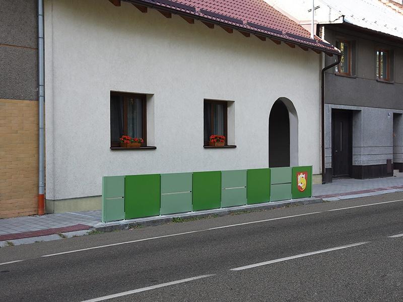 Ochrana fasády a chodců před špínou a vozidly